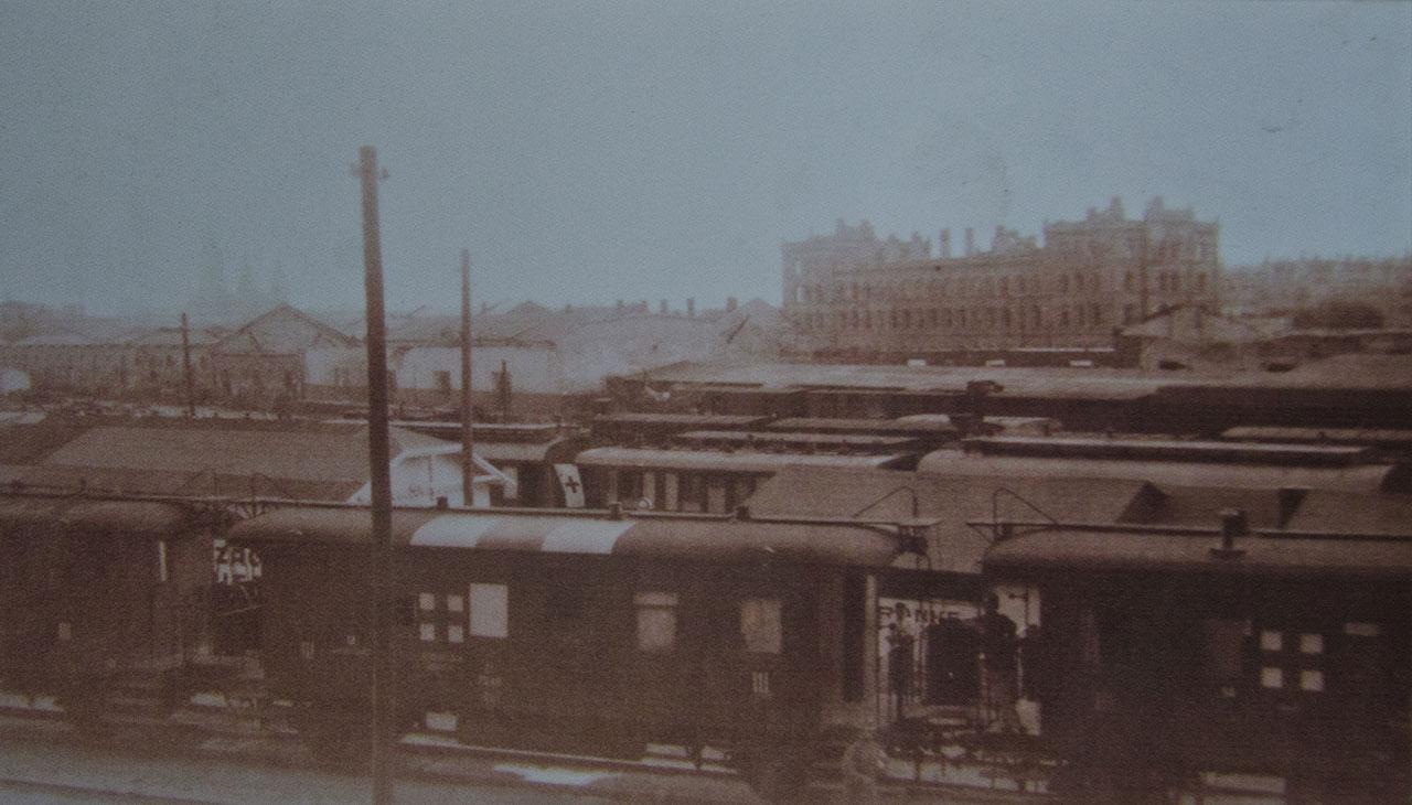 Товарна станція і зруйнований Чернівецький вокзал
