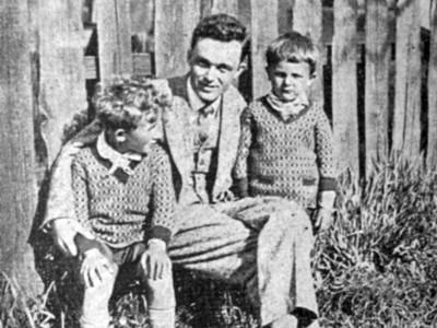 Павло Ковжун із синами Олегом (1924–1943) та Левом (1926–1943), Львів, 1929 р. (Голубець М. Павло Ковжун // Жінка. – 1939. – Ч 11/12)