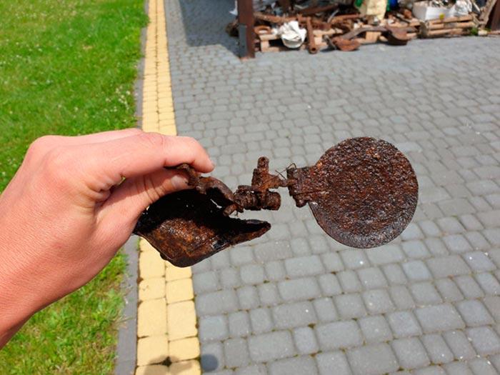 Крильця від касетної бомби