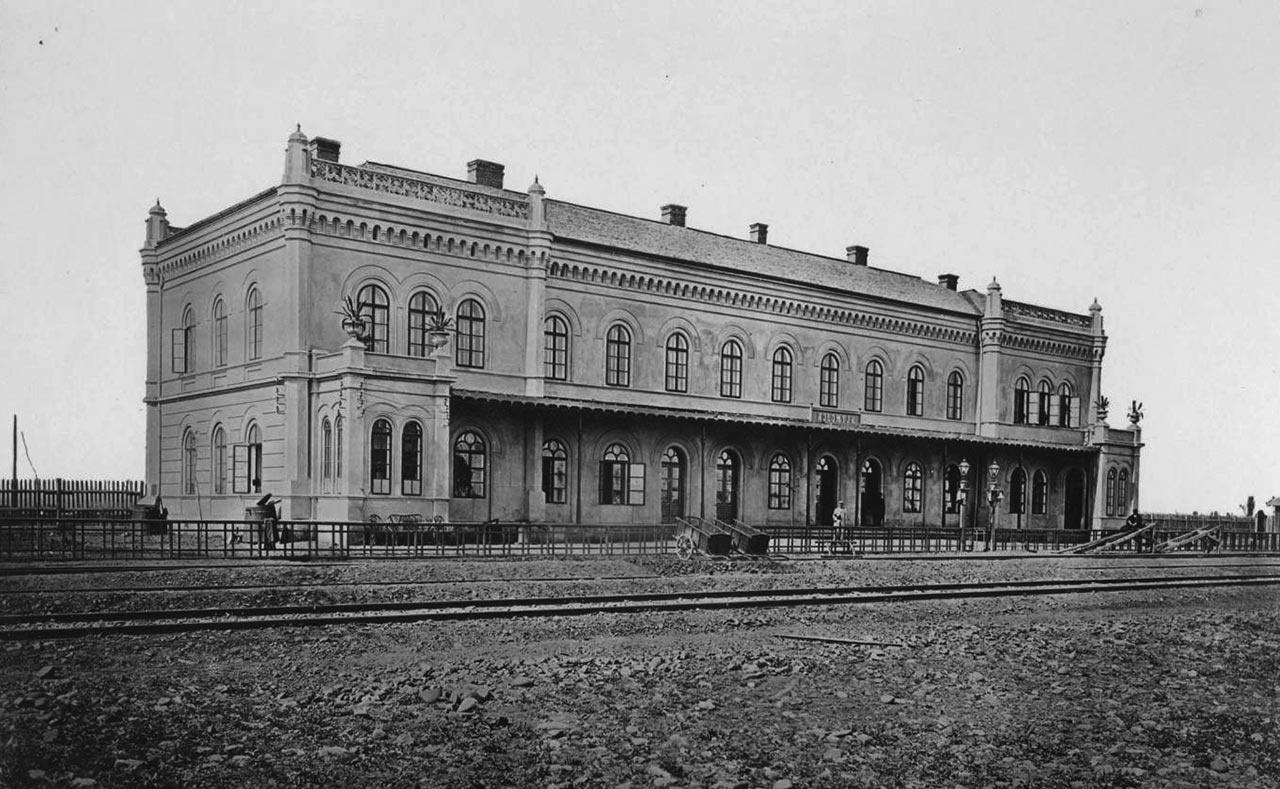 Вокзал в Коломиї, споруджений за типовим проектом Людвіка Вежбицького. 1870-ті рр.