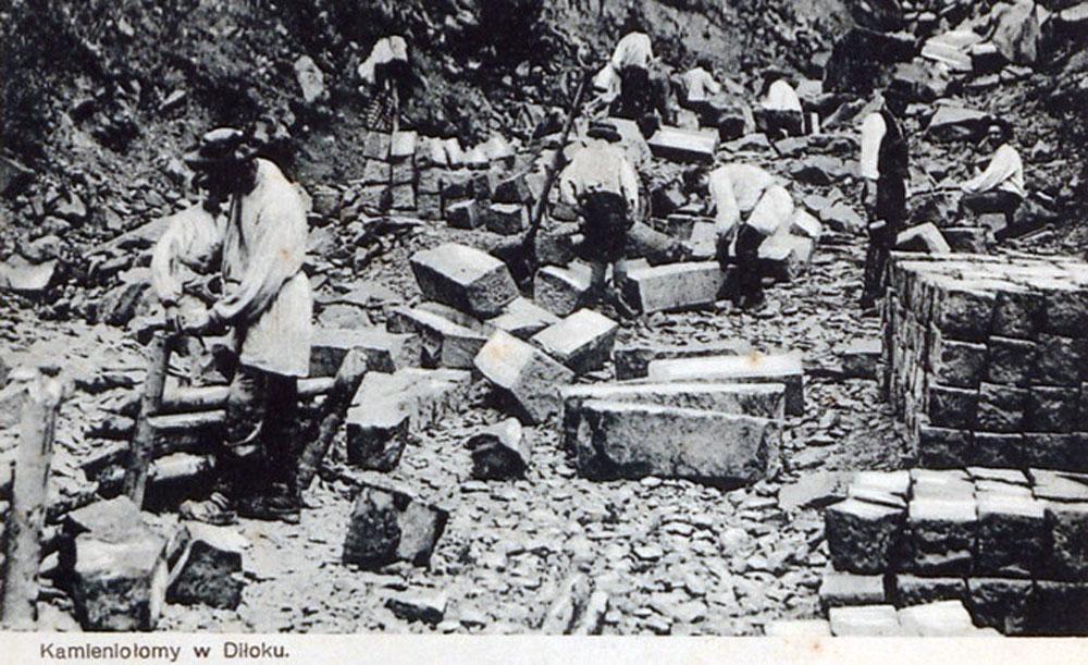 Каменоломня в Ділоку. Тут виготовляли кам'яні блоки для мостів та віадуків. Фото кінця ХІХ ст.