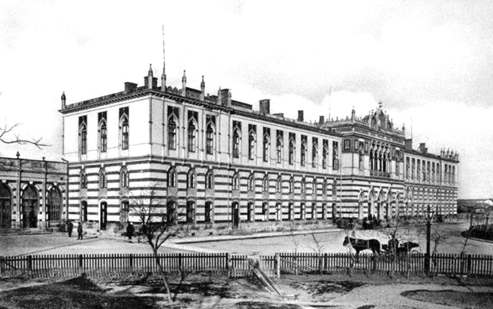 Залізничний вокзал у Яссах (Румунія), який побудовано за проектом Юліана Захаревича у 1869 році