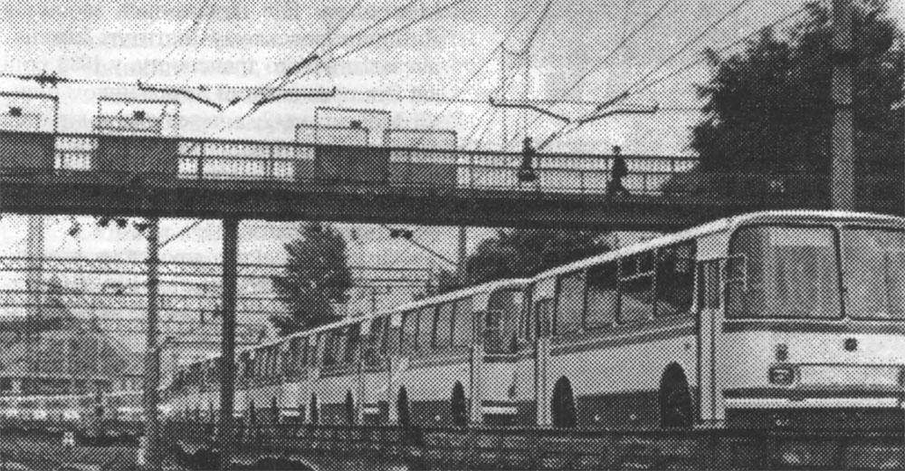 Станція Львів. Відправлення автобусів ЛАЗ 695Р залізничним транспортом. Середина 1980-х років