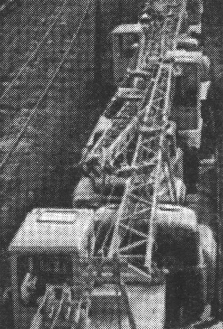 Транспортування залізницею автокранів, виготовлених у Дрогобичі. Середина 1980-х років