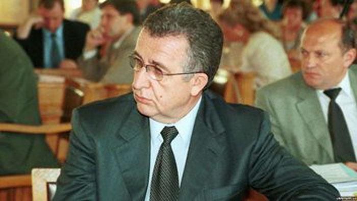 Георгій Миколайович Кірпа в сесійній залі Львівської обласної ради. 1998 р.