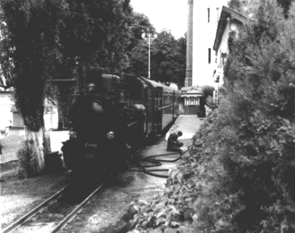 Приміський потяг Ужгород – Анталовці на кінцевій станції в Ужгороді. Кінець 1960-х років