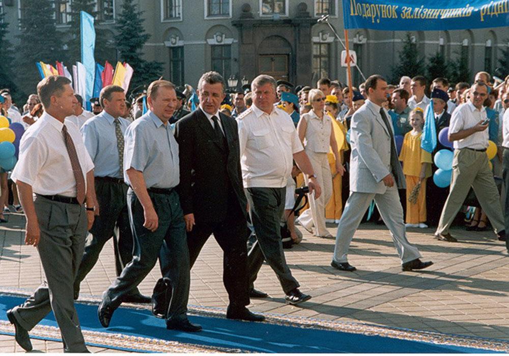 Міністр транспорту Г.М. Кірпа і Президент України Л.Д. Кучма у Харкові