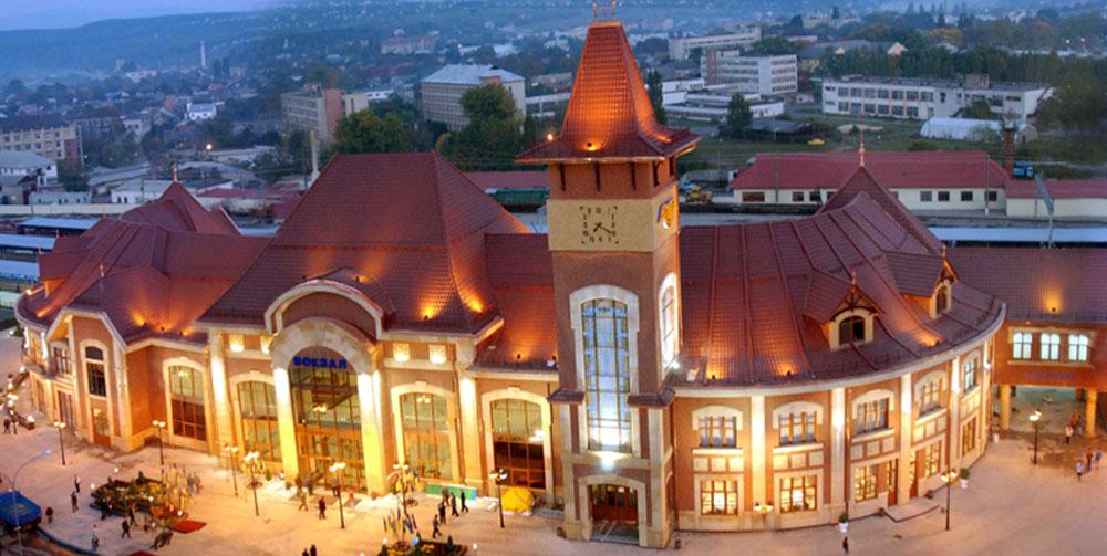 Новий залізничний вокзал в Ужгороді. Введений в експлуатацію в жовтні 2004 р