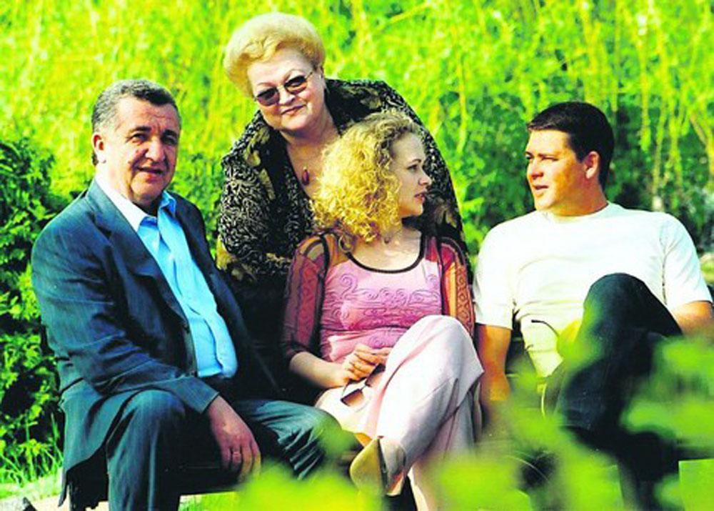 Георгій Миколайович Кірпа в колі родини. 2003 р