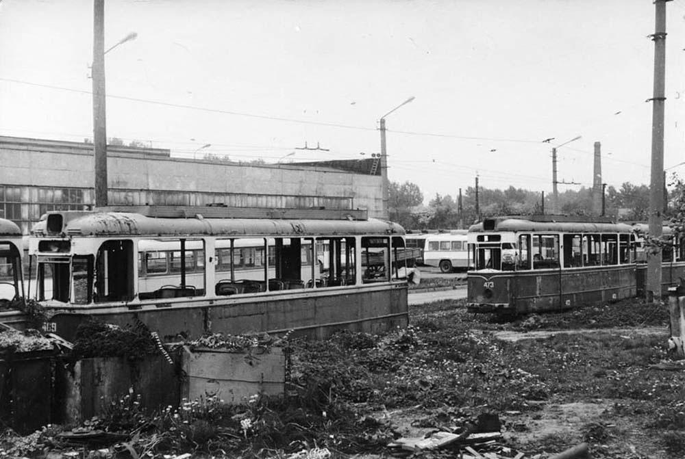 Вагони «Gotha» на території Львівського трамвайно-тролейбусного заводу (ЛТТРЗ) перед порізкою на брухт. Фото 1989 року