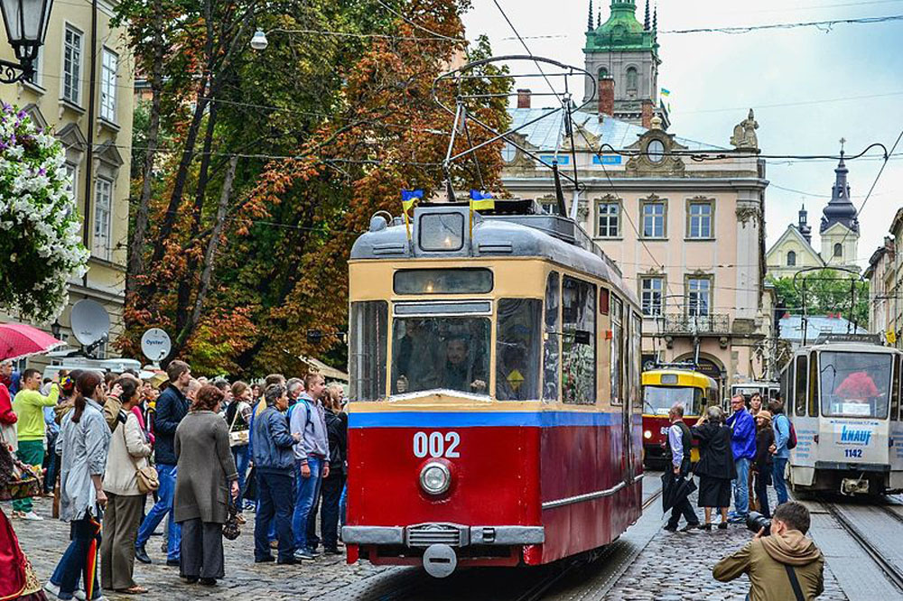 Службовий трамвай «Gotha T59E» № 002 на площі Ринок під час святкування Дня незалежності України – 2014 р. Автор фото – Володимир Караїм