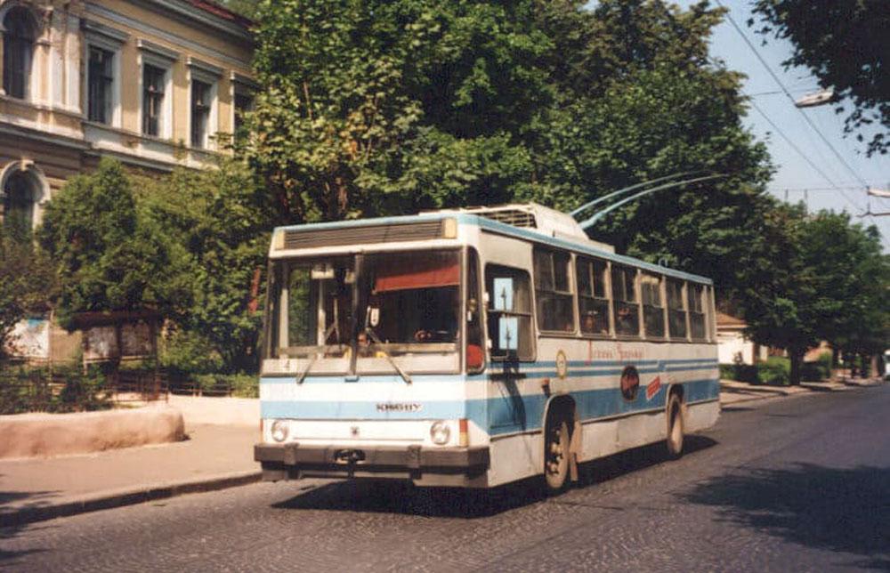 Серійний тролейбус «Київ – 11у». Фото Ааре Оландера, 1997 р.