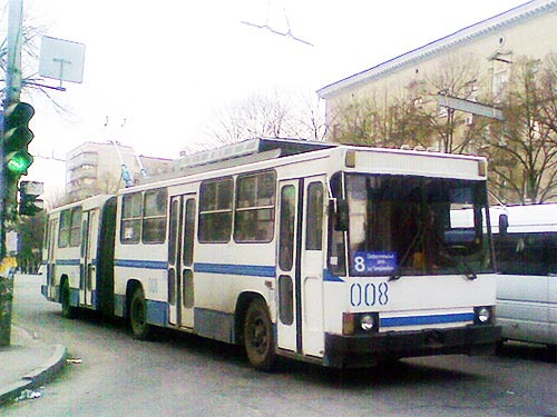 Один із перших зічленованих тролейбусів ПМЗ Т1, виготовлений у 1992 році