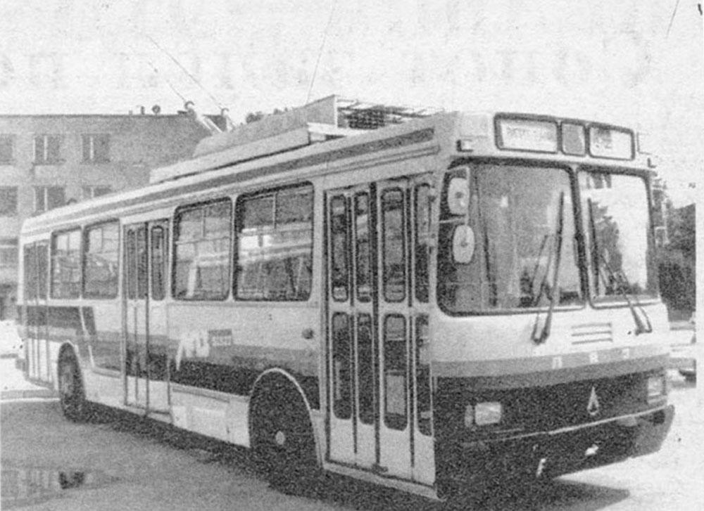 Тролейбус-прототип ЛАЗ-52522 із ширмовими дверима. Збудований у 1993 р.
