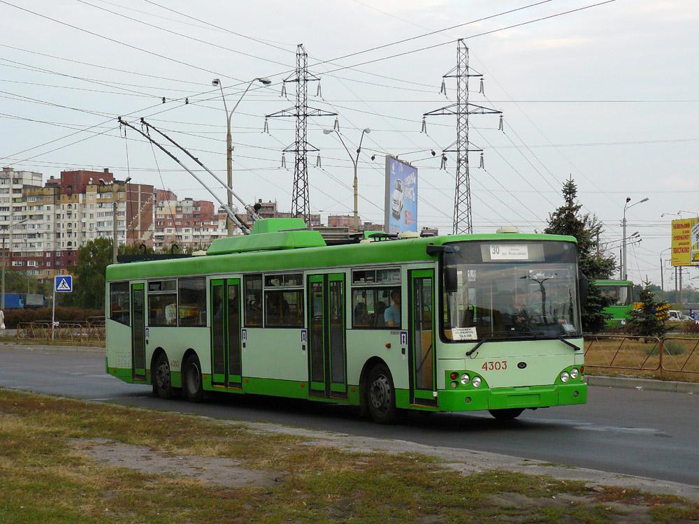 Тривісний тролейбус «Богдан» Е231, розроблений на базі проекту «Тур» А181 у Києві. 2008 р. Автор фото – Олександр Тарасов