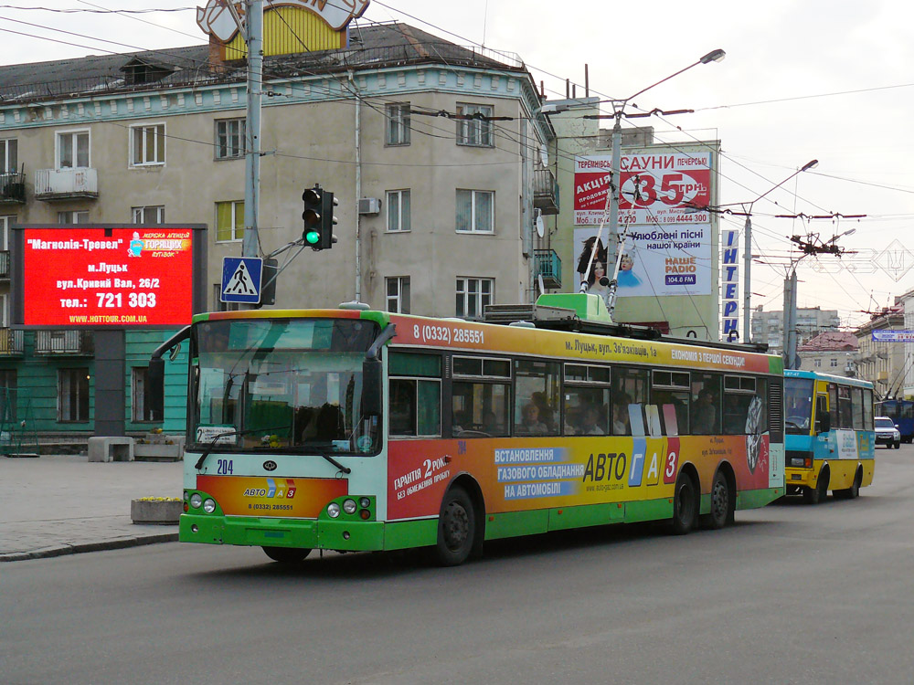 Тривісний тролейбус «Богдан» Е231 у Луцьку на маршруті № 2а. Автор фото – Олександр Тарасов