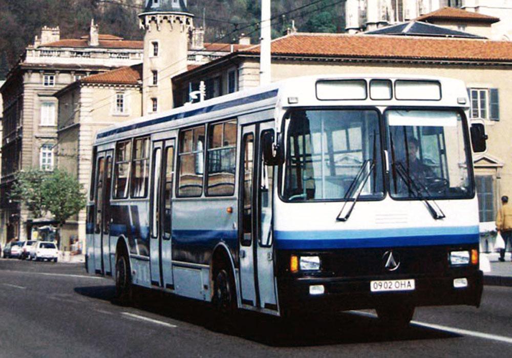 Один із перших серійних автобусів ЛАЗ-52521, виробництво яких почато на ЛАЗі в 1992 році