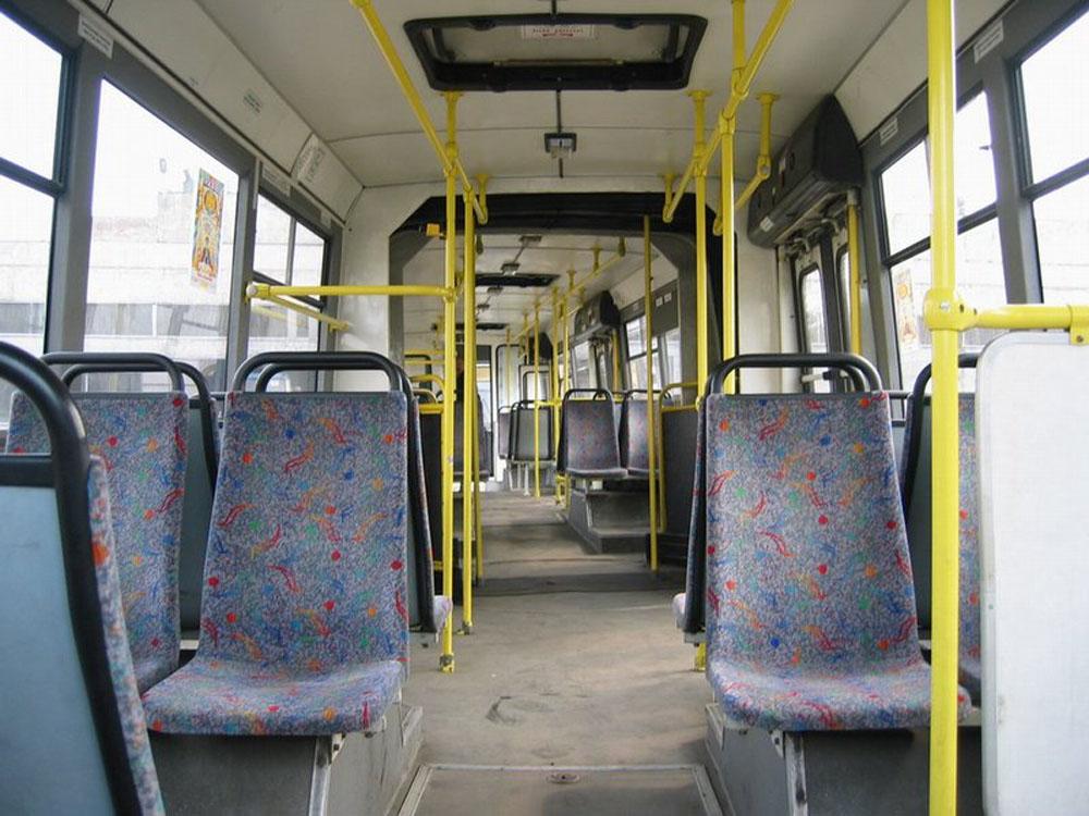 Салон зічленованого автобуса ЛАЗ-6206. Фото 2003 р.