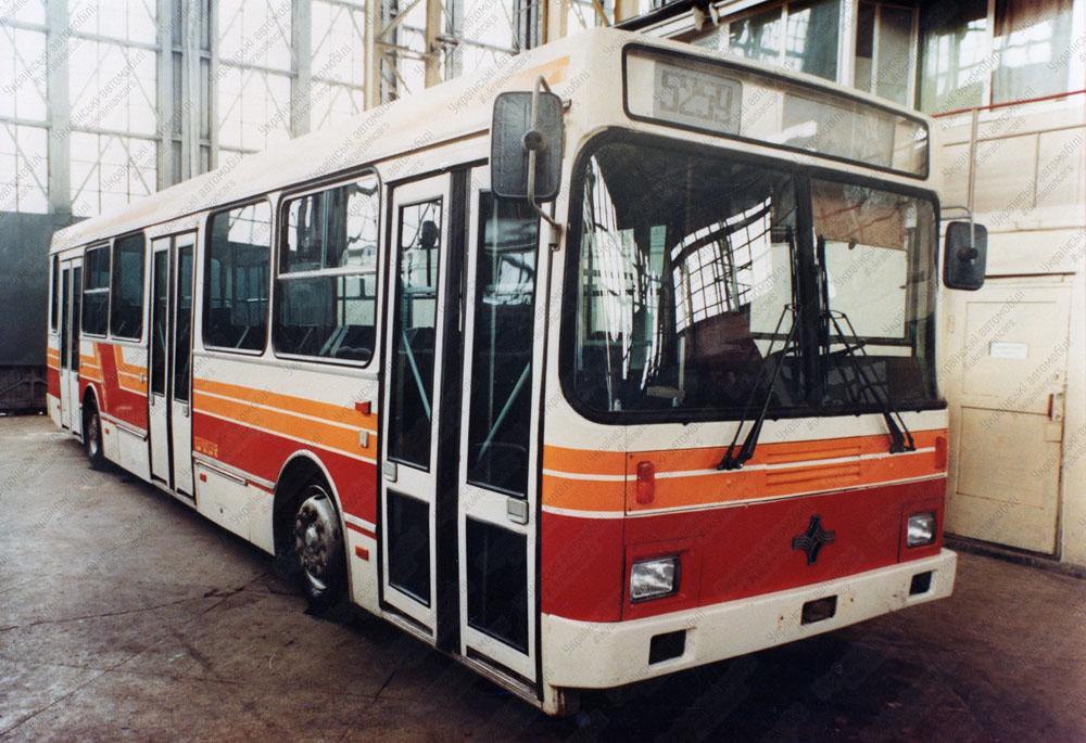 Автобус моделі 5259 – «гібрид» проектів 5252 і 5256. Фото із архіву НДІ «Укравтобуспром»