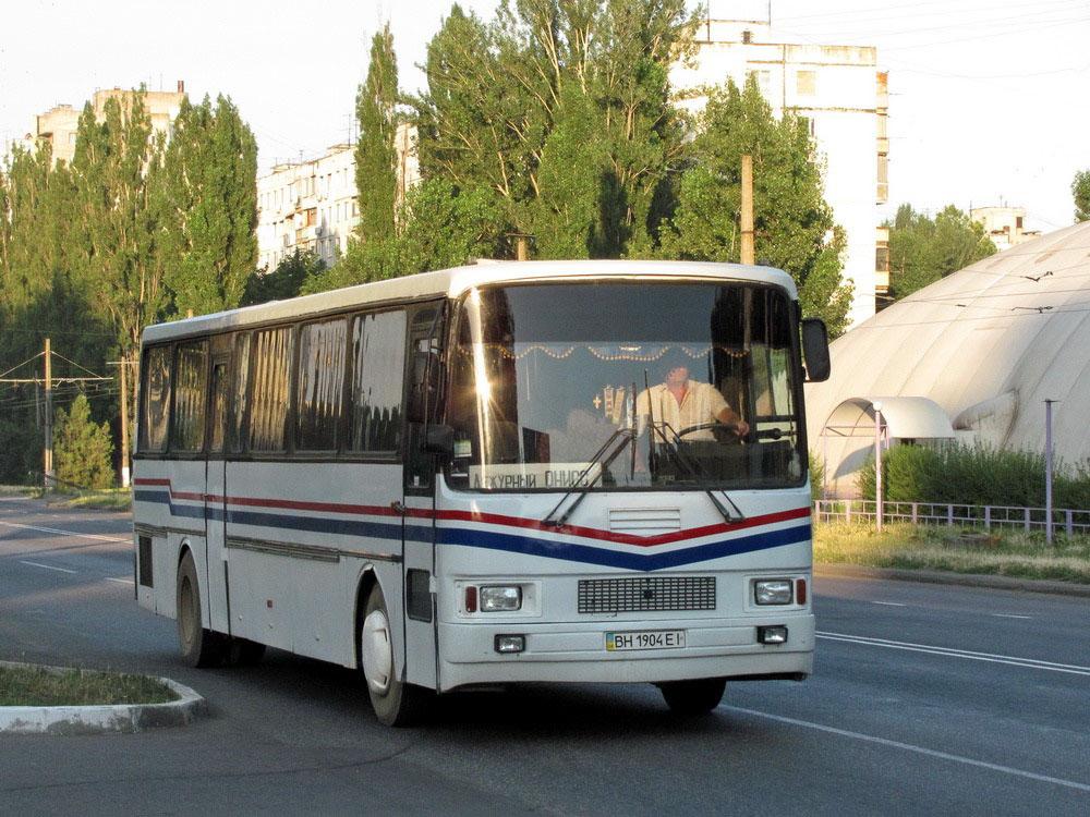 Експериментальний міжміський автобус ЛАЗ-5258. Випускався силами експериментального цеху НДІ «Укравтобуспром»