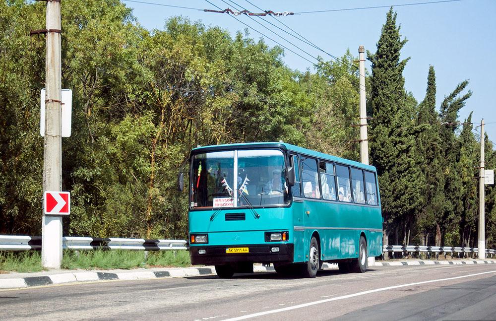 Пізніша модифікація автобуса ЛАЗ-5261 у Криму