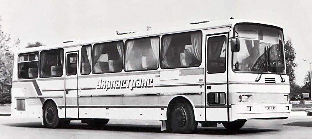 Міжміський/туристичний автобус великого класу ЛАЗ-52555 «Карпати». 1993 р.