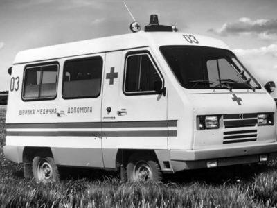 Прототип карети швидкої медичної допомоги «Сула» 3980. Вигляд спереду на правий борт