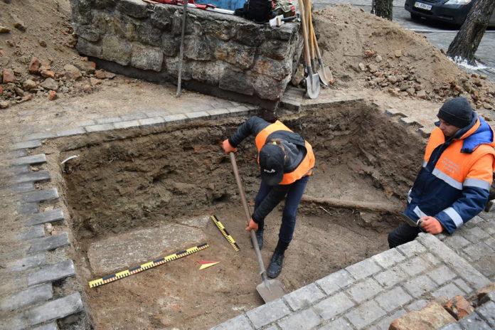 Дослідження на площі Коліївщини у Львові. Фото РАС