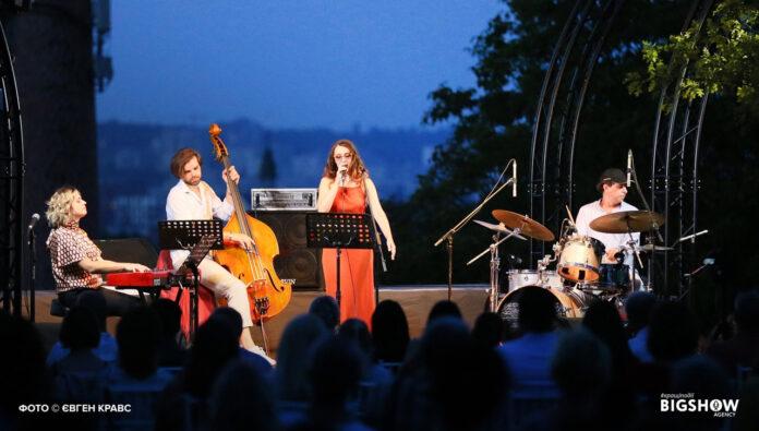 BIGSHOW Agency запрошує на літні концерти у Митрополичих садах в рамках проєкту «Україна 30»