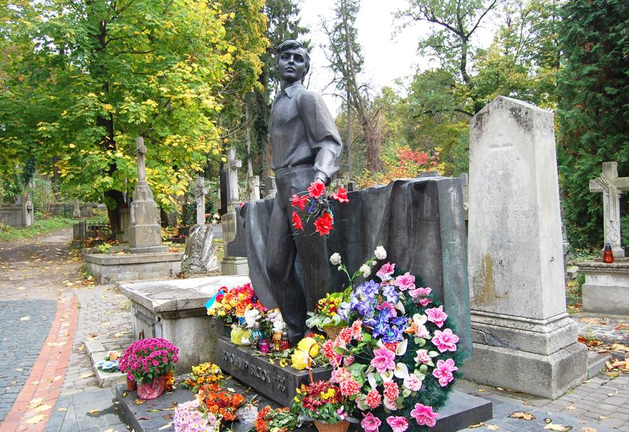 Могила Володимира Івасюка