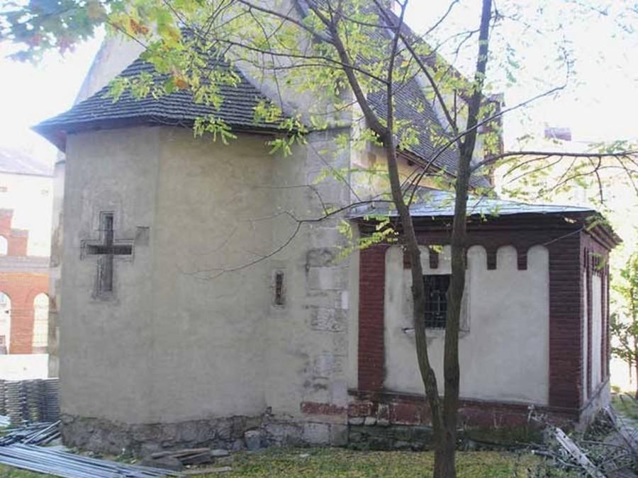 Вівтарна частина костелу Св. Івана Хрестителя. Фото наших днів
