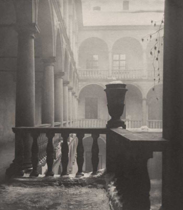 Італійський дворик у Львові, зима 1941 року. Фото Сергія Шиманського