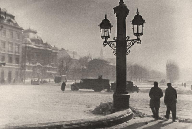 Площа перед Львівською Оперою у Львові, зима 1941 року. Фото Сергія Шиманського