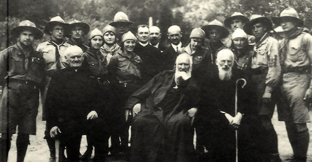 Брати Шептицькі з пластунами у Підлютому на Станіславівщині