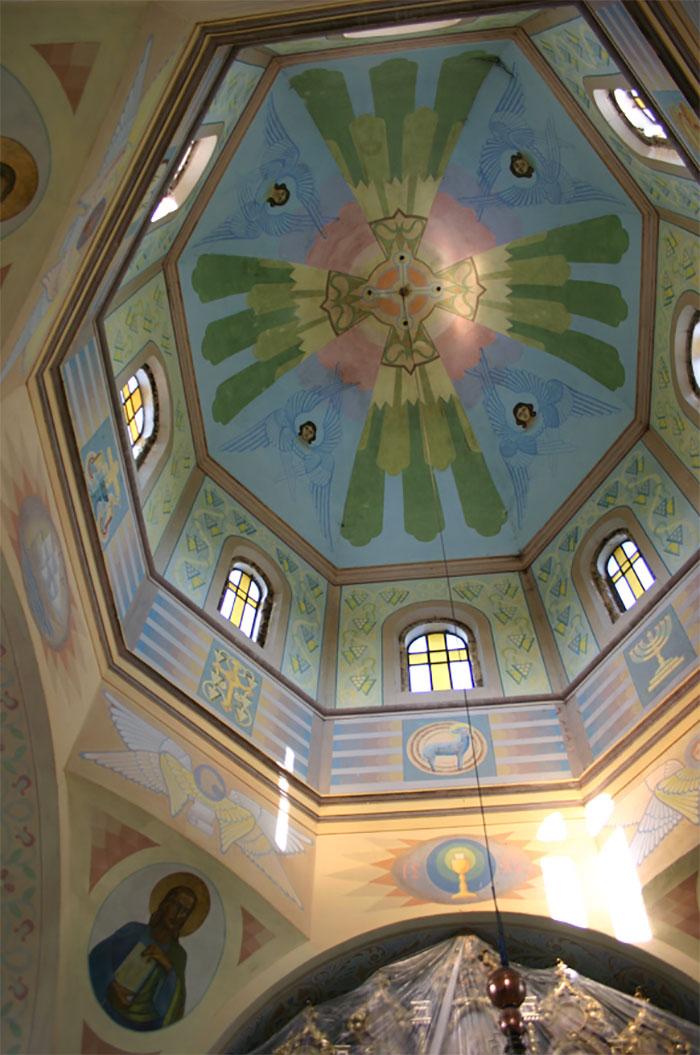 Купол церкви Св.Вм. Дмитрія у селі Лука Золочівського району Львівської області